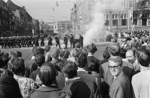 Provo's throwing smoke bombs at the parade on royal 'Prinsjesdag' 1966. Courtesy of Nationaal Archief, Den Haag; NL-HaNA, ANEFO / neg. stroken, 1945-1989, 2.24.01.05, bestandeelnummer 919-5794, licentie CC-BY-SA